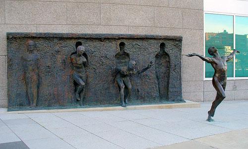 break-free-statue